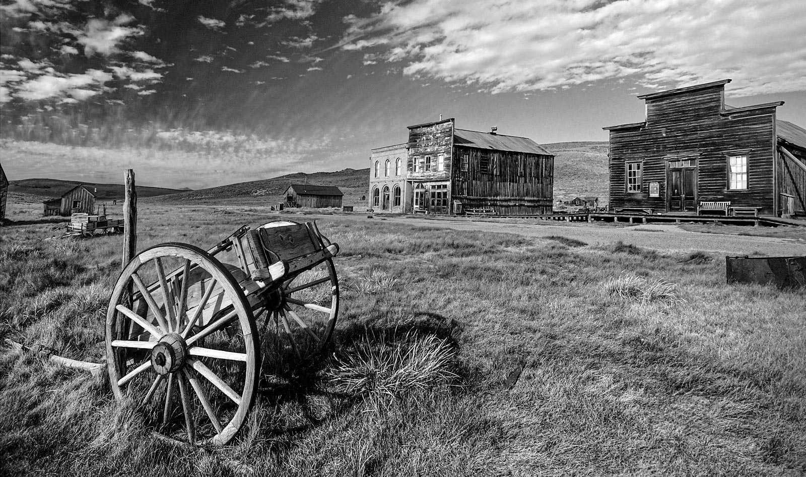 distance from mammoth mountain to bodie ghost town